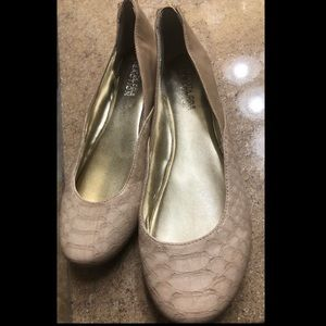 Kenneth Cole Reaction Almond Toe Flats